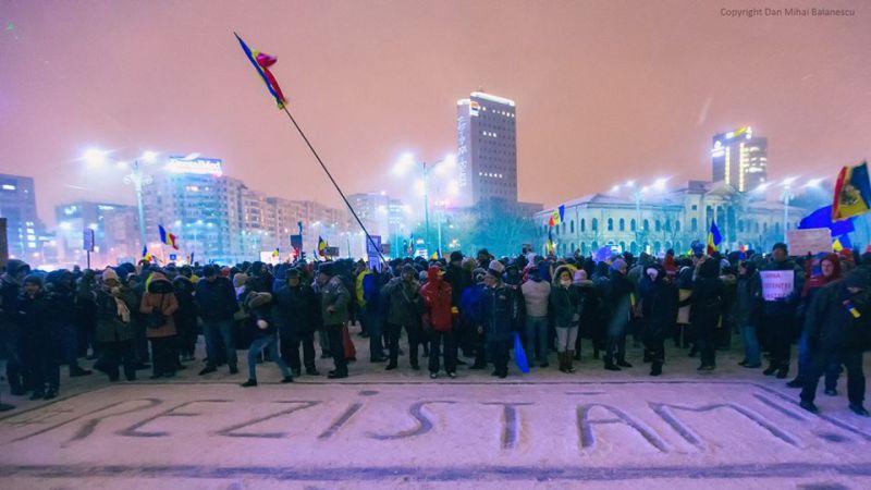 Mesajul serii, #rezistam Bucuresti Piata Victoriei, 8 Februarie 2017 #rezist - foto: Dan Mihai Balanescu