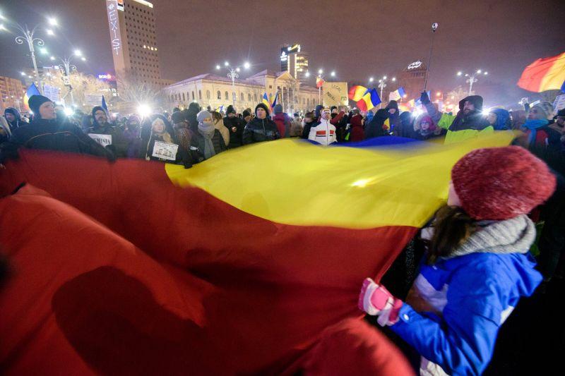 Piața Victoriei, însuflețită de protestatari [ziua a 10-a - 9 februarie 2017] - #rezist - foto: Mihuț Savu
