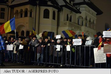 Protest împotriva Președintelui României, Klaus Iohannis (Palatul Cotroceni, februarie 2017) - foto: agerpres.ro