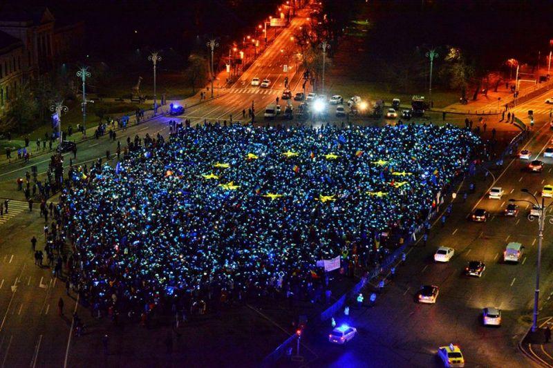 Operatiunea Steagul UE + Revolutia Luminii (Bucuresti, Piata Victoriei, 26 februarie 2017) - foto: Rares Mandu