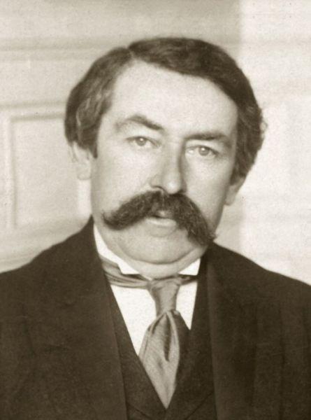 Aristide Briand (n. 28 martie 1862 – d. 7 martie 1932) a fost un politician și om de stat francez, care a ocupat în mai multe rânduri funcția de prim ministru al Franței. În 1926 a fost primit Premiul Nobel pentru Pace -  foto: ro.wikipedia.org