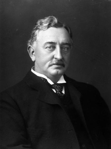 Cecil John Rhodes, (n. 5 iulie 1853 – d. 26 martie 1902) a fost un om de afaceri, magnat al mineritului şi politician din Africa de Sud, născut şi educat în Anglia - foto preluat de pe ro.wikipedia.org
