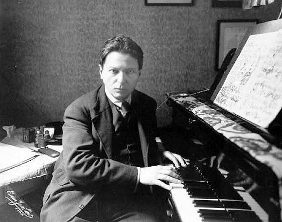 George Enescu (n. 19 august 1881, Liveni-Vârnav, Botoșani, România – d. 4 mai 1955, Paris, Franța) a fost un compozitor, violonist, pedagog, pianist și dirijor român. Este considerat cel mai important muzician român - foto: ro.wikipedia.org