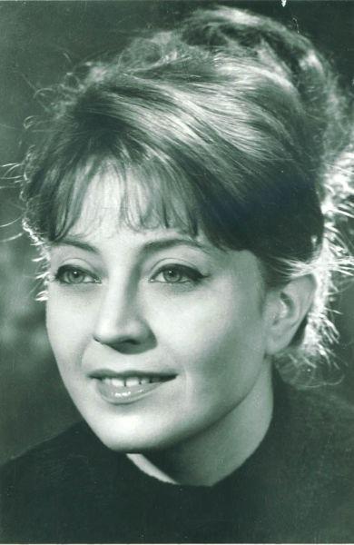 Gina Patrichi (n. 8 martie 1936, Oituz[1] - d. 18 martie 1994, Bucureşti) a fost o actriţă de teatru, film, radio şi televiziune din România. - foto preluat de pe www.cinemagia.ro