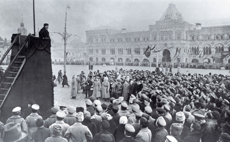 Lenin holding a speech on Red Square in Moscow, photograph, 1918 - Copyright  IMAGNO/Austrian Archives