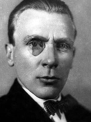 Mihail Afanasievici Bulgakov (n. 3/15 mai 1891, Kiev, Imperiul Rus – d. 10 martie 1940, Moscova, URSS) a fost un romancier şi dramaturg sovietic de origine ucraineană - in imagine, Mihail Bulgakov în 1926 - foto preluat de pe ro.wikipedia.org