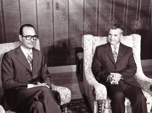 Ceauşescu petrecând timp cu Jacques Chirac pe litoralul românesc din Neptun (1975) - foto: www.comunismulinromania.ro
