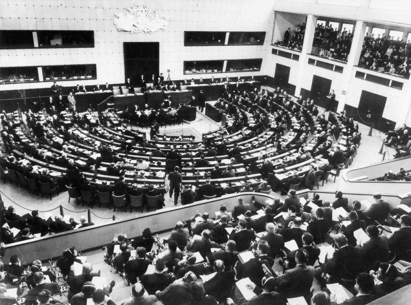 Prima reuniune a Adunării Parlamentare Europene, la 19 martie 1958, la Strasbourg, sub președinția lui Robert Schuman - foto preluat de pe www.cvce.eu