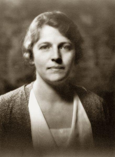 Pearl Sydenstricker Buck (n. 26 iunie 1892, Hillsboro, Virginia de Vest - d. 6 martie 1973, Danby, Vermont), scriitoare americană, laureată a Premiului Nobel pentru Literatură în 1938 - in imagine, Pearl S. Buck in 1932 - foto: ro.wikipedia.org