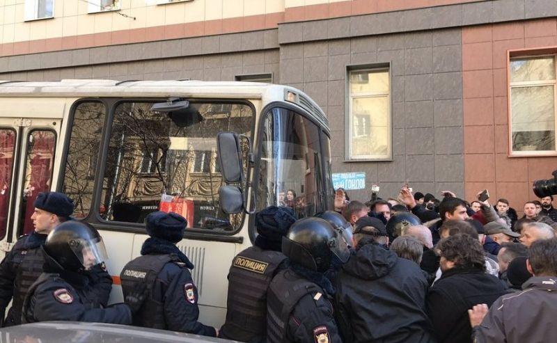 Protest Rusia (26 martie 2017) - Alexei Navalnîi luat de poliţie (Twitter, Max Seddon)