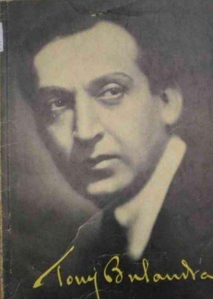 Tony Bulandra (n. 13 martie 1881, Tîrgoviște - d. 5 aprilie 1943, București) a fost un renumit actor român, elev al lui Constantin I. Nottara. Tony Bulandra a fost căsătorit cu Lucia Sturdza-Bulandra (1873 - 1961) - foto preluat de pe www.istoriafilmuluiromanesc.ro