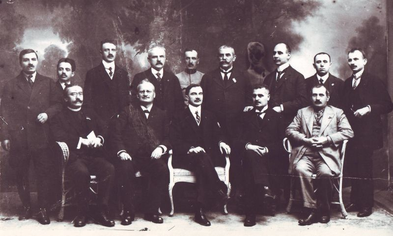 The Transylvanian Directory in 1918; Cicio Pop is seated, second from left - foto preluat de pe en.wikipedia.org