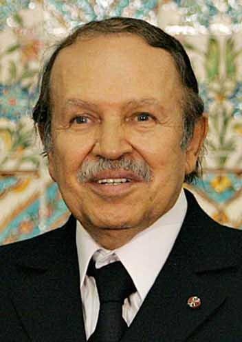 Abdelaziz Bouteflika (n. 2 martie 1937 în Oujda în Maroc) este un om politic din Algeria. Acesta este al cincilea preşedinte al Republicii Populare Democrate din Algeria începând cu data de 27 aprilie 1999 - foto preluat de pe ro.wikipedia.org