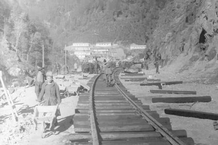 Șantierul căii ferate Bumbești-Livezeni (1948)  Foto: (c) RADOR / Arhiva AGERPRES