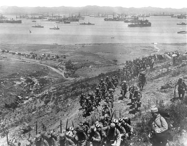 Soldați francezi debarcând pe Lemnos, 1915 - foto: ro.wikipedia.org
