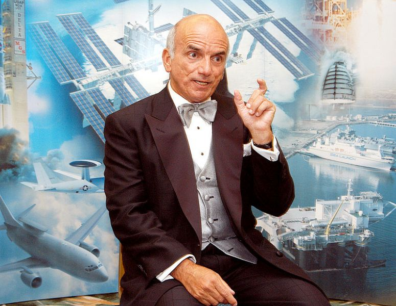 Dennis Tito (născut: 8 august, 1940, Queens, New York) este un multimilionar american, care și-a câștigat și statutul de celebritate prin faptul că a devenit primul turist spațial - foto: ro.wikipedia.org