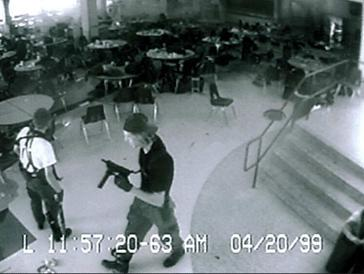 Masacrul de la liceul Columbine - Eric Harris (left) and Dylan Klebold (right) caught on the high school's security cameras in the cafeteria, 11 minutes before their suicides - foto preluat de pe en.wikipedia.org