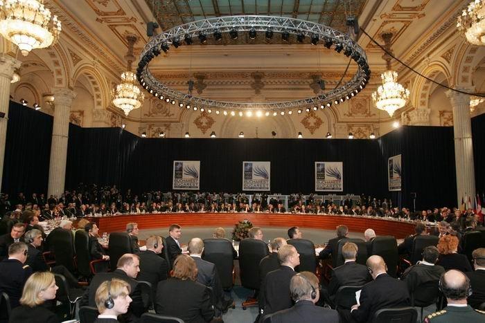 Lucrările Summitului NATO 2008 de la Bucureşti - foto; ro.wikipedia.org