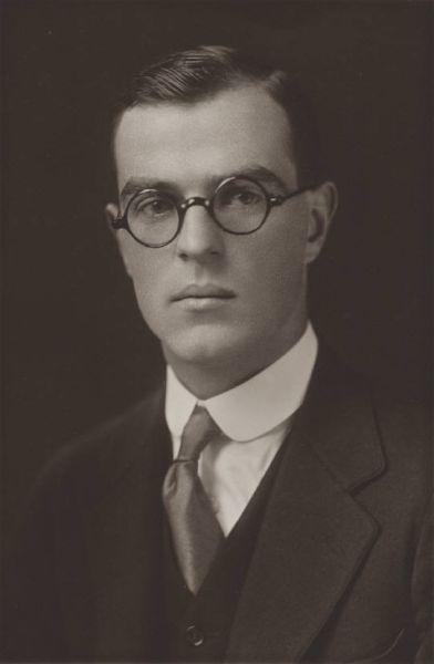 Thornton Wilder (n. 17 aprilie 1897, Madison, Wisconsin - d. 7 decembrie 1975, Hamden, Connecticut) a fost un dramaturg și romancier american - foto: ro.wikipedia.org