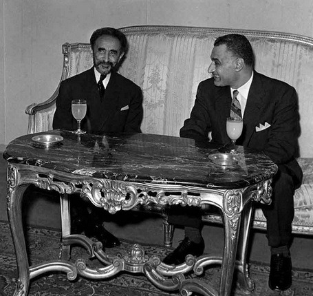Emperor of Ethiopia Haile Selassie with President of Egypt Gamal Abdel Nasser in Addis Ababa for the Organisation of African Unity summit, 1963 - foto preluat de pe en.wikipedia.org