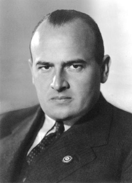 Hans Michael Frank (23 mai 1900, Karlsruhe – 16 octombrie 1946, Nürnberg) a fost un avocat german care a lucrat pentru partidul nazist în anii 1920 şi 1930 şi ulterior a deţinut o poziţie administrativă înaltă în Germania nazistă - foto preluat de pe ro.wikipedia.org