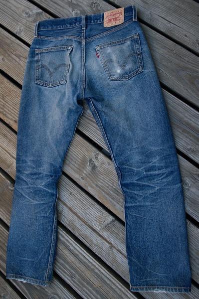 A pair of Levi's 501 raw jeans - foto preluat de pe en.wikipedia.org