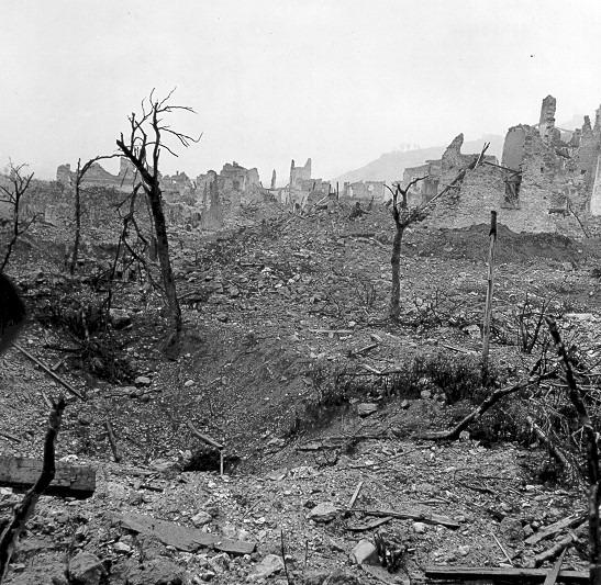 Ruinele orașului Cassino după Bătălia de la Monte Cassino (Parte a celui de al Doilea Război Mondial, Campania din Italia) - foto: ro.wikipedia.org