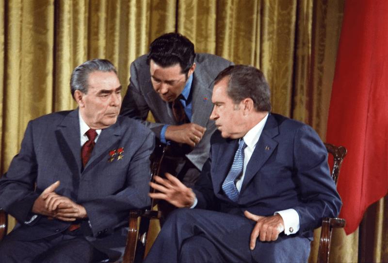 Nixon se întâlnește cu Brejnev în timpul vizitei liderului sovietic în SUA în 1973 - foto preluat de pe ro.wikipedia.org