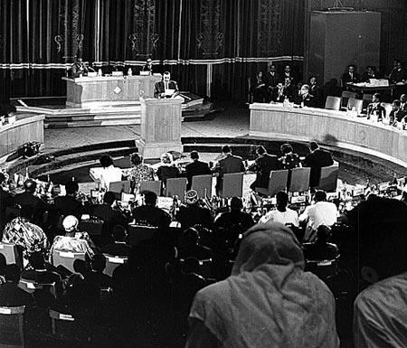 Egypt's president Nasser at the Cairo summit 1964 - foto preluat de pe en.wikipedia.org