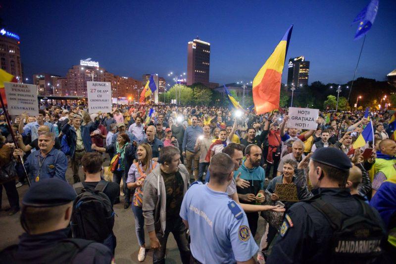 """Protest """"NU gratierii coruptilor - OUG 13 revine. Si noi!"""" (3 mai 2017 - Ziua 93) - foto: Mihuț Savu / Epoch Times România"""