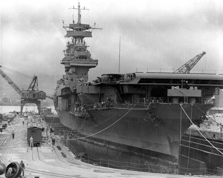 """Bătălia de la Midway"" -  Portavionul Yorktown la Pearl Harbour, înainte de bătălie - foto: ro.wikipedia.org"