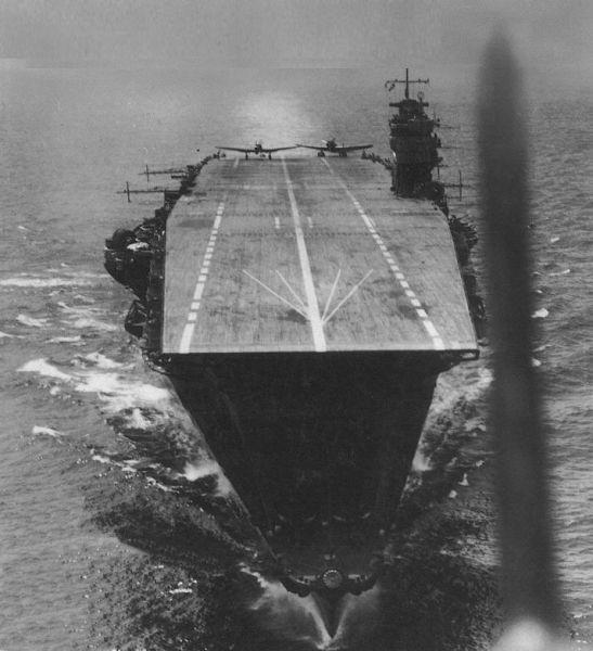 """""""Bătălia de la Midway"""" -  Akagi, nava comandant a flotei japoneze de portavioane, care a participat la atacul de la Pearl Harbour, la atacurile asupra oraşelor Darwin, Rabaul şi Colombo. Aprilie 1942, înainte de bătălie - foto: ro.wikipedia.org"""