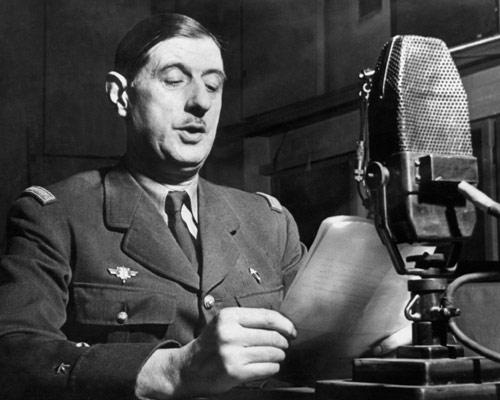 Generalul de Gaulle vorbind la BBC, la 18 iunie 1940 - foto preluat de pe ro.wikipedia.org