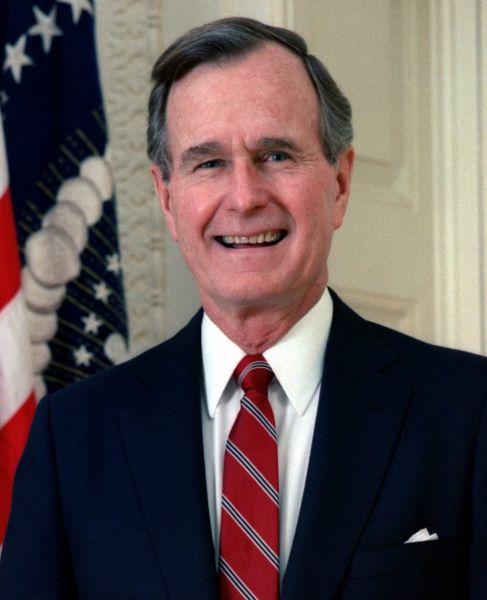 George Herbert Walker Bush, GCB, (n. 12 iunie 1924, Milton, Massachusetts) este un politician american care a fost cel de-al patruzeci și treilea vicepreședinte (1981 - 1989) și cel de-al patruzeci și unulea președinte al Statelor Unite ale Americii (1989 - 1993) - Portrait of President George H.W. Bush cropped and reuploaded by Emiya1980 - foto preluat de pe en.wikipedia.org