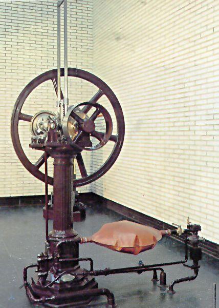 Otto's atmospheric engine - foto preluat de pe en.wikipedia.org