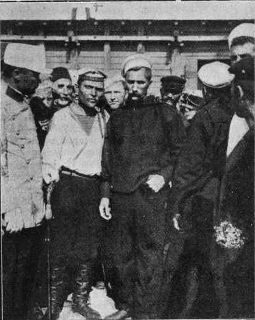 Matushenko, the leader of the mutiny, is seen to the left of centre. Photo taken July, 1905, after arrival at Constanța – officer at left is in Romanian uniform - foto preluat de pe en.wikipedia.org
