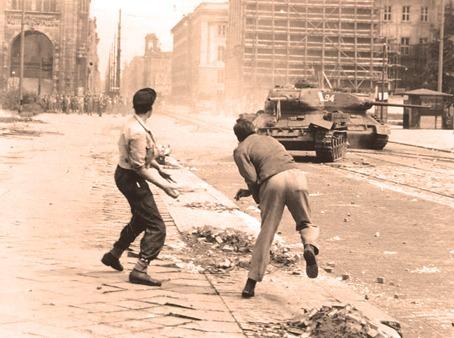 "Iunie 1953, revolta proletara din Berlinul de Est: ""Ich war, ich bin, ich werde sein!"" - foto preluat de pe www.contributors.ro"