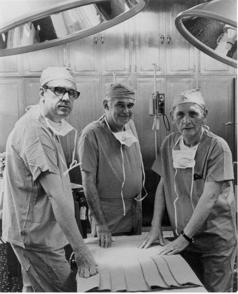 "17 iunie 1950: Medicul american Richard Lawler efectuează primul transplant de rinichi la Spitalul ""Mary"" din Chicago - foto: lcmhealthnews.org"