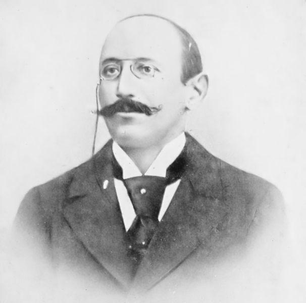 Alfred Dreyfus (n. 9 octombrie 1859 – d. 12 iulie 1935) a fost un ofițer francez de origine evreiască, condamnat pe nedrept în anul 1894 pentru trădare de țară, la deportare pe viață, din pricina unor documente care s-au dovedit false, și care erau menite să-l acopere pe adevăratul vinovat, maiorul Ferdinand Walsin Esterhazy - foto preluat de pe ro.wikipedia.org