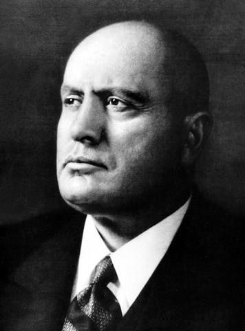 Benito Amilcare Andrea Mussolini (n. 29 iulie 1883, Predappio lângă Forlì – d. 28 aprilie 1945, Giulino di Mezzegra lângă Como) a fost conducătorul fascist al Italiei între anii 1922 și 1943 - foto preluat de pe en.wikipedia.org