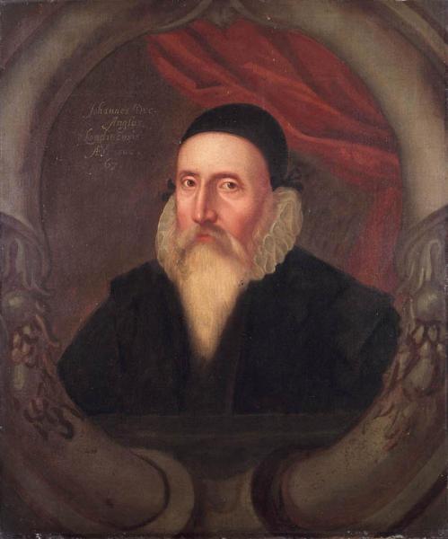 John Dee (n. 13 iulie 1527, Tower, City, Londra - d. 1608 sau 1609, Mortlake, Surrey) a fost un matematician, astronom, astrolog, ocultist, imperialist[5] şi consilier al reginei Elisabeta I - Portretul lui John Dee din secolul al XVI-lea, autor necunoscut - foto preluat de pe ro.wikipedia.org