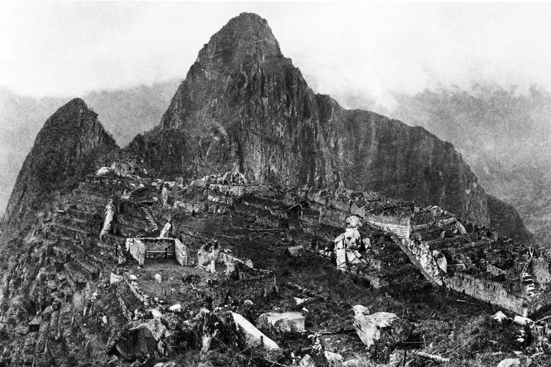 View of the city of Machu Picchu in 1912 showing the original ruins after major clearing and before modern reconstruction work began - foto preluat de pe en.wikipedia.org