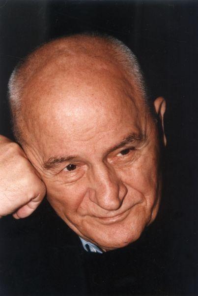 Octavian Paler (n. 2 iulie 1926, Lisa, județul Făgăraș, actualmente în județul Brașov – d. 7 mai 2007, București) a fost un scriitor, jurnalist, editorialist și om politic român - foto preluat de pe devorbacutine.eu