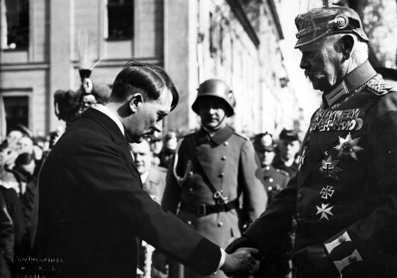 Paul von Hindenburg and Adolf Hitler on the Day of Potsdam, 21 March 1933 - foto preluat de pe en.wikipedia.org