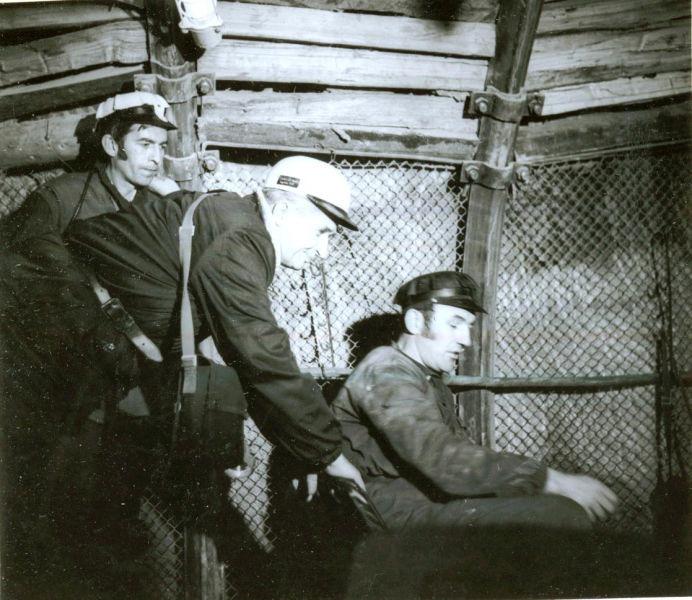 Ceaușescu în vizită de lucru la mina Lupeni în noiembrie 1977 - foto preluat de pe en.wikipedia.org