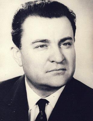 Ilie Verdeţ (n. 10 mai 1925, Comăneşti, judeţul Bacău - d. 20 martie 2001, Bucureşti) a fost un lider comunist român care a fost ministru în mai multe rânduri în guvernele din perioada 1965-1989. De asemenea, el a deţinut funcţia de prim-ministru al României în perioada 1979-1982. Pe timpul grevei minerilor din Valea Jiului din august 1977 a fost trimis de Ceauşescu la faţa locului pentru negocieri. După Revoluţia din decembrie 1989, Verdeţ a înfiinţat Partidul Socialist al Muncii, care s-a considerat ca succesor al Partidului Comunist Român - foto preluat de pe ro.wikipedia.org