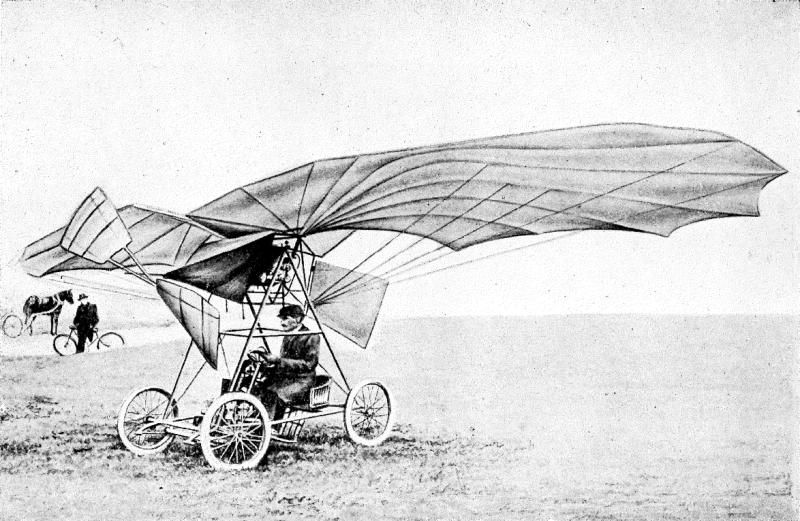 Pe data de 18 martie 1906,la Montesson, lângă Paris,Traian Vuiaa realizat primul zbor autopropulsat (fără catapulte sau alte mijloace exterioare) cu un aparat mai greu decât aerul. După o acceleraţie pe o distanţă de 50 de metri, aparatul Vuia 1 s-a ridicat la o înălţime de aproape un metru, pe o distanţă de 12 m, după care paletele elicei s-au oprit, iar avionul a aterizat - foto preluat de pe en.wikipedia.org
