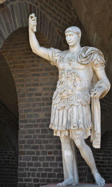 Marcus Ulpius Nerva Traianus (n. 18 septembrie 53, Italica Santiponce, d. 9 august 117 Selinus Cilicia), Împărat Roman între 98-117, a fost al doilea dintre cei așa-ziși cinci împărați buni ai Imperiului Roman (dinastia Antoninilor) și unul dintre cei mai importanți ai acestuia. În timpul domniei sale, imperiul a ajuns la întinderea teritorială maximă - foto: ro.wikipedia.org