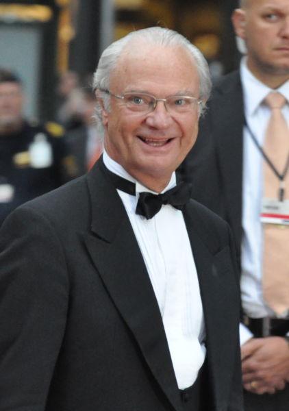 Carl XVI Gustaf (Carl Gustaf Folke Hubertus; n. 30 aprilie 1946) este rege al Suediei din 15 septembrie 1973. Carl Gustaf este cel mai mic copil însă singurul fiu al Prinţului Gustaf Adolf, Duce de Västerbotten şi a Prinţesei Sibylla de Saxa-Coburg şi Gotha. A devenit rege al Suediei la moartea bunicului său, regele Gustav VI Adolf - Regele Carl XVI Gustaf în iunie 2010 - foto preluat de pe ro.wikipedia.org