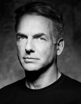 Mark Harmon (n. 2 septembrie 1951 în Burbank, Los Angeles) este un actor american - in imagine, American actor Mark Harmon photographed by Jerry Avenaim for TV Guide in 2005 - foto: ro.wikipedia.org